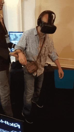 VR на больших качелях..