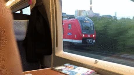 Поезд едет точно с такой же скоростью