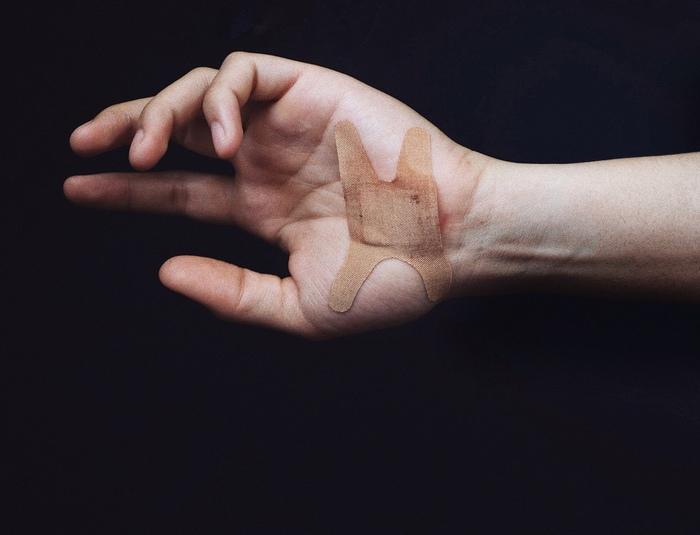 Самоповреждения: 4 основные причины Самоистязание, Самоповреждение, Суицид, Психология, Трудные подростки, Подростковая психология, Длиннопост