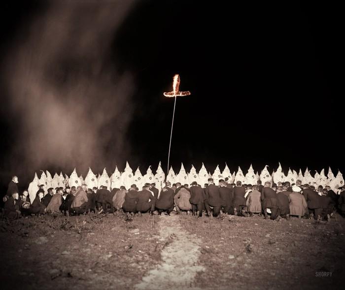 Встреча Ку-клукс-клана ночью. Вашингтон, округ Колумбия. 28 июня 1922 года.