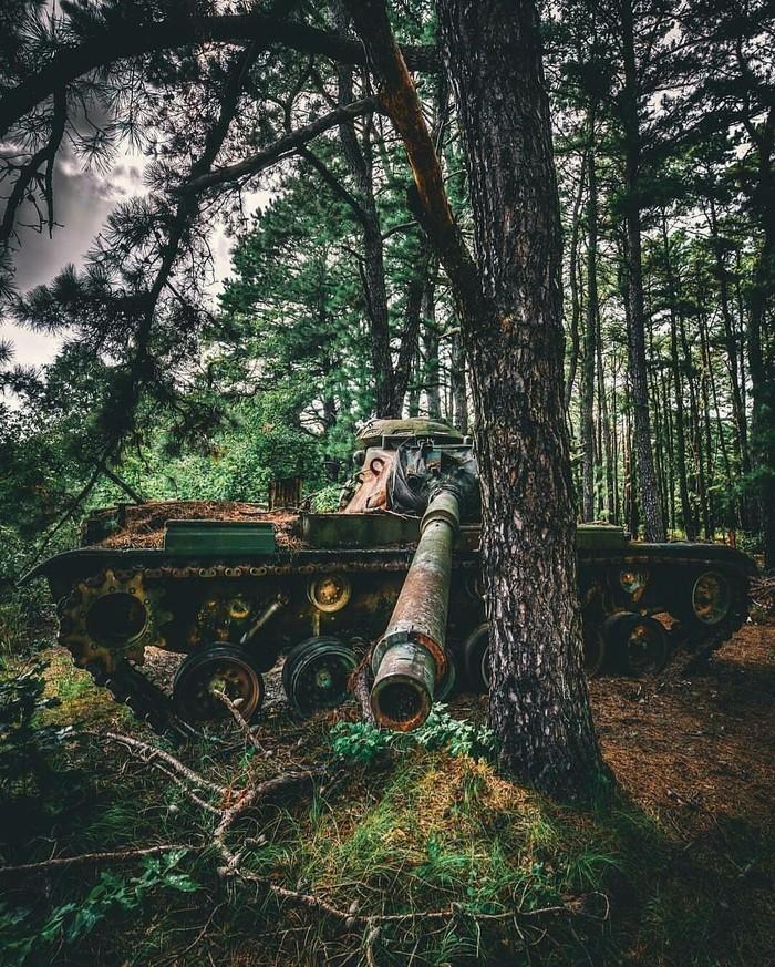 Заброшенный танк М60 —основной танкСША1960-х годов.