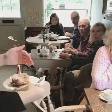 Реакция бабули на праздничный тортик в честь дня рождения