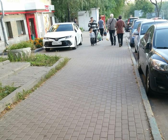 Наглец Паркуюсь где хочу, Я идиот, Парковка на тротуаре