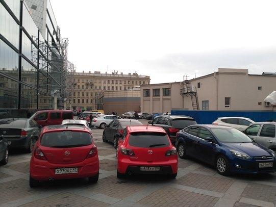 Хаотичной автомобильной парковке на Сенной площади Петербурга – БЫТЬ!