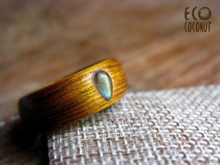 Кольцо из древесины скумпии с лабрадором Кольцо из дерева, Желтое кольцо, Кольцо с камнем, Деревянные украшения, Рукоделие без процесса, Длиннопост