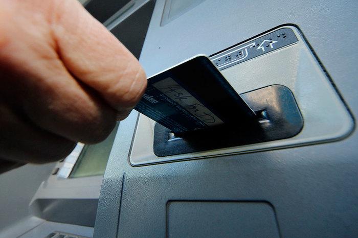 ЦБ РФ обозначил признаки мошенничества с операциями по картам Кредитка, Банк, Мошенники, Новости