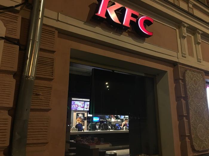Ночь, KFC, голый мужик ?