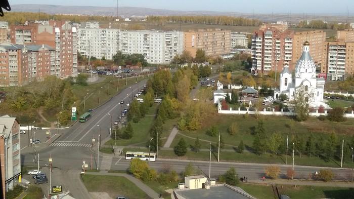 """Очередная сходка """"верующих"""" машины поскидали в парке, на траве, на дороге и остановку перегородили. Красноярск, Православие, Лицемерие"""