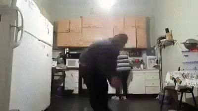 Мужчины - большие дети Кухня, Пнул, Мяч, Прикол, Гифка