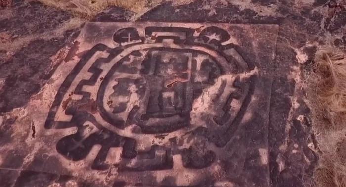 В Индии найдены древние петроглифы неизвестной культуры с изображениями ... африканских животных Археология, Петроглифы, Загадка, Длиннопост