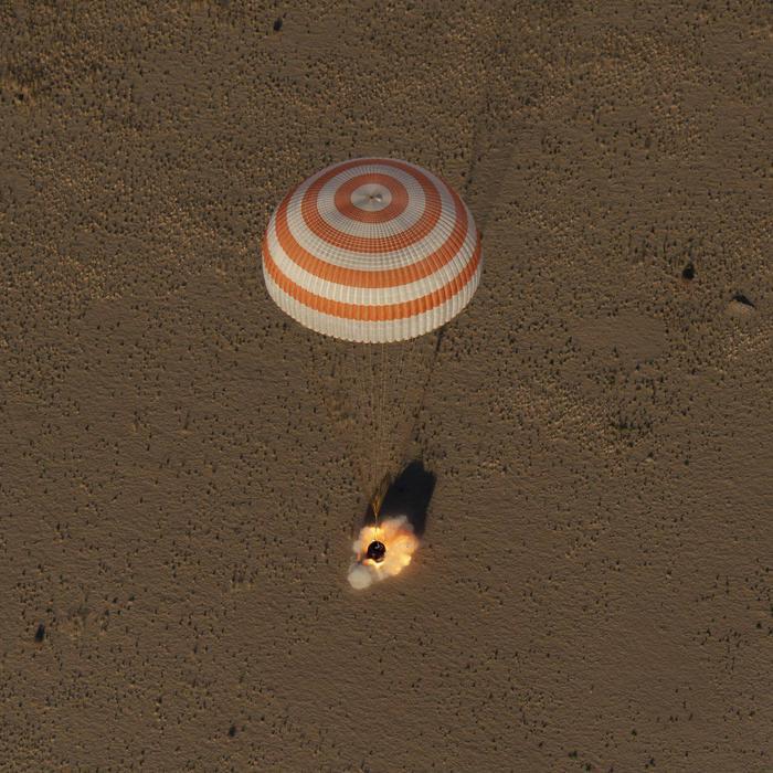 Приземление экипажа МКС в Казахстане (4 октября). МКС, Космос, Видео, Приземление
