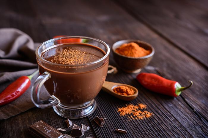 Как использовать специи: горячий шоколад с перцем чили и другими пряностями Шоколад, Рецепт, Еда, Кулинария, Специи, Приправы, Пряности, Длиннопост