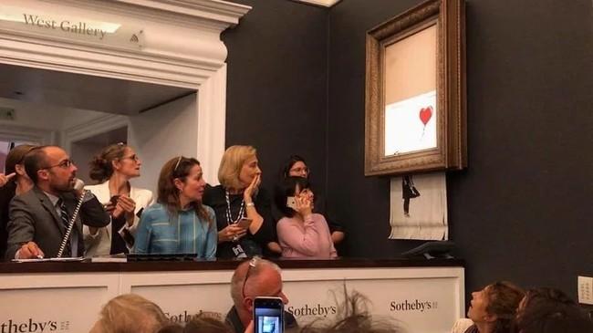 Картина Бэнкси самоуничтожилась встроенным в раму шредером после продажи на аукционе Сотбис Бэнкси, Аукцион, Длиннопост