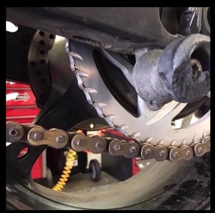 Клиент пришел в мастерскую и сказал, что цепь немного проскальзывает