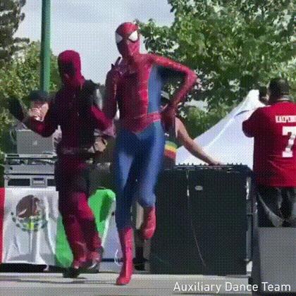 Человек-паук и Дэдпул Человек-Паук, Дэдпул, Анимация, Gif анимация, Танцы, Косплей, Гифка