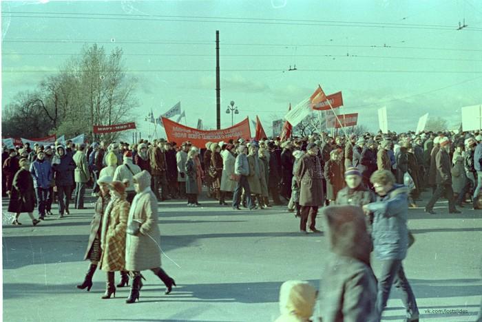 Ленинград, демонстрация, 80-е Ленинград, Демонстрация, 1970-е -1980-е, История СССР, Фотография, Lostslides, Длиннопост