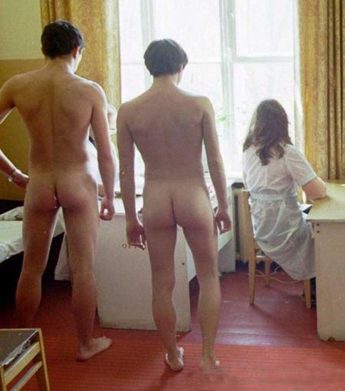 onlayn-porno-parni-golie-na-prinuditelnom-zhenskom-medosmotre-video