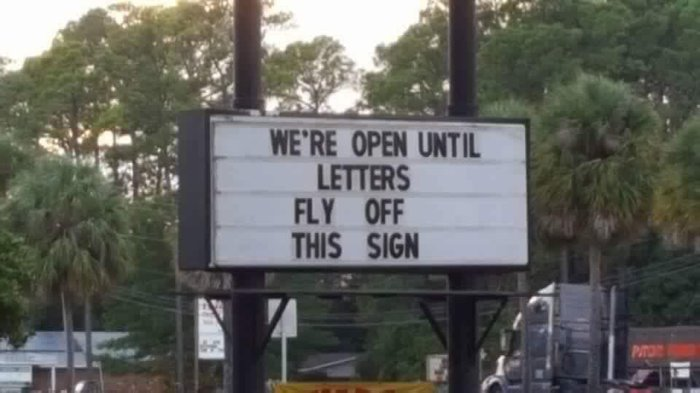 Клиентоориентированность Флорида, Ураган, Клиентоориентированность, Надпись, Рекламный щит, Вывеска
