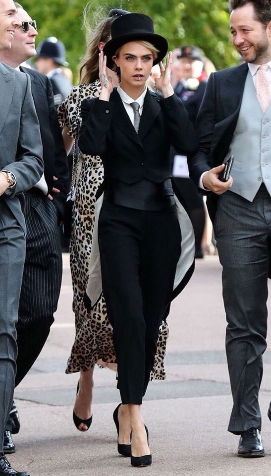 Кара Делевинь на свадьбе принцессы Евгении Кара Делевинь, Смокинг, Цилиндр, Костюм, Свадьба, Англия, Длиннопост, Красивая девушка