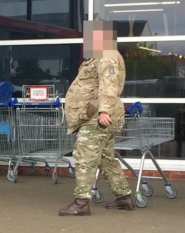 В Великобритании ужаснулись жирному солдату Ожирение, Великобритания, Армия, Солдаты, Длиннопост, СМИ