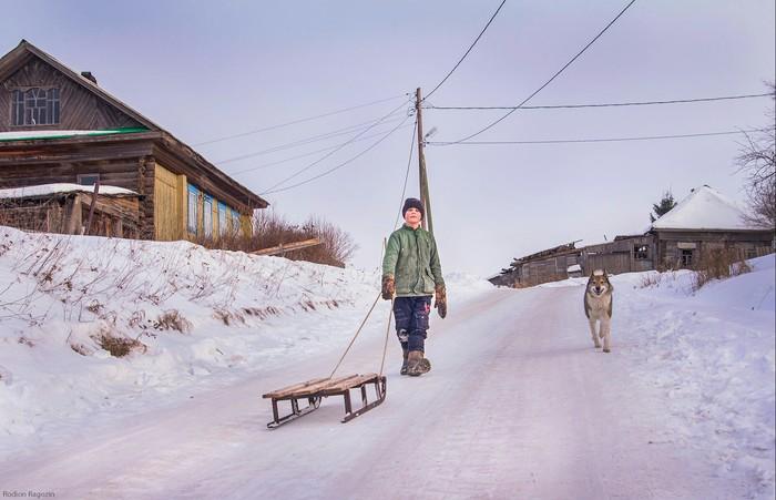 """""""Выходные в деревне"""" Деревня, Зима, Санки, Природа, Фотография, Мальчик"""