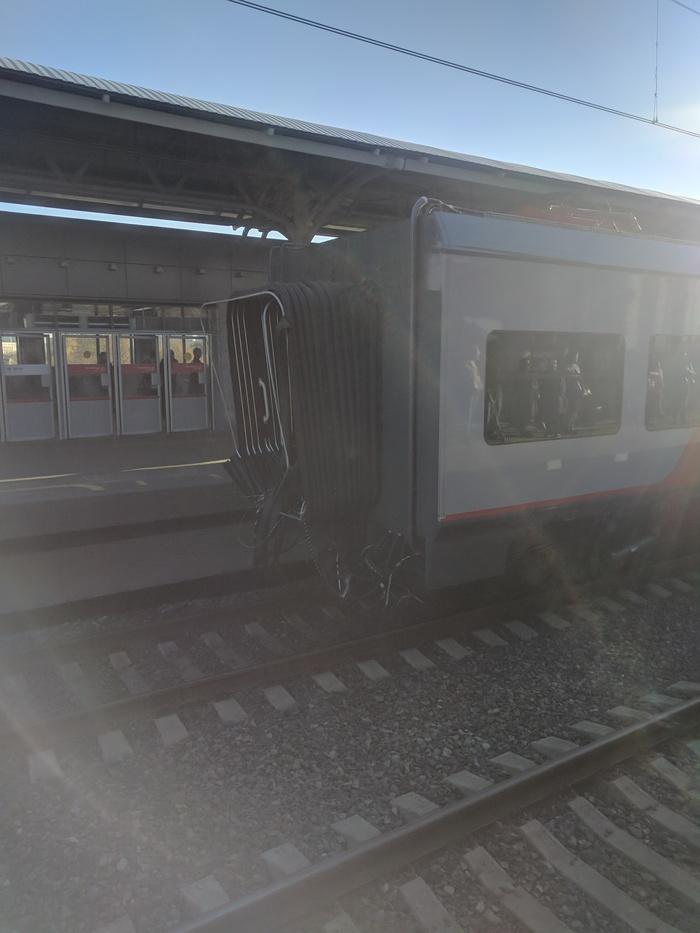 На мцк оторвало вагон