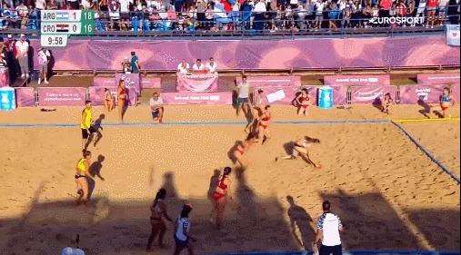 Пляжная гандболистка забросила красивейший победный мяч в шикарном прыжкес поворотом на 360 Спорт, Гандбол, Пляжный гандбол, Девушки, Бикини, Празднование гола, Попа, Eurosportru, Гифка
