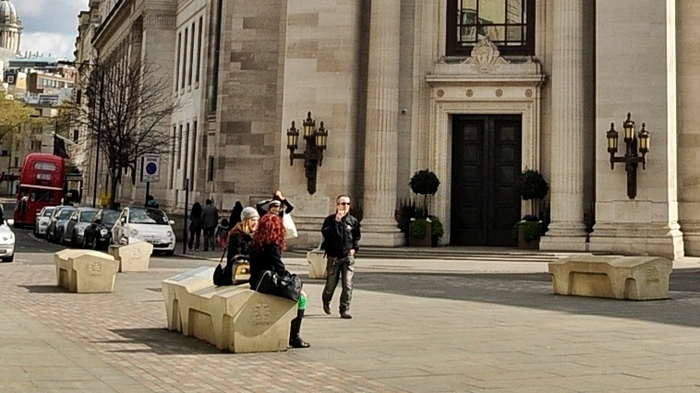 Враждебная скамейка Скамейки, Лондон, Англия, Архитектура, Дизайн, Бездомные, Чистота, Длиннопост