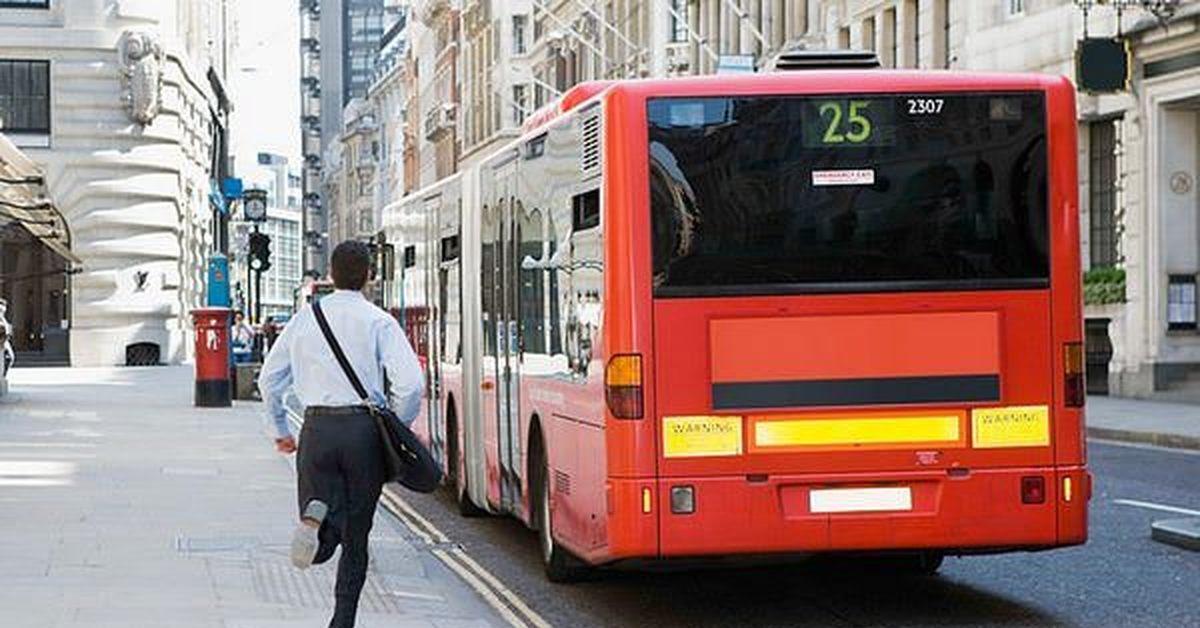 Картинки бежать за автобусом