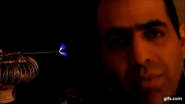 """Эпичные фразы от """"идиота-электрика"""" #2 Юмор, Прикол, Электрик, Электричество, Mehdi Sadaghdar, Гифка, Цитаты, Ютубер, Длиннопост"""