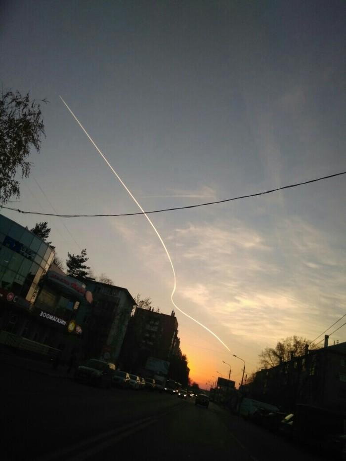 По обочине Самолет, Московская область, Облетел, Что это?, Инверсионный след