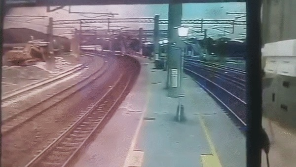 Крушение поезда. Тайвань, Крушение, Гифка