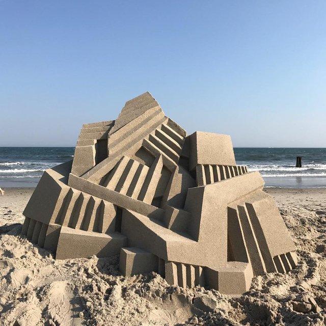 Необычный песчаный замок