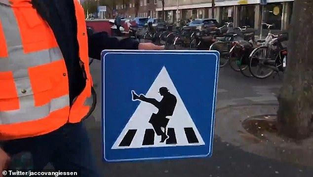 Переход Монти Пайтон, Пешеходный переход, Дорожный знак