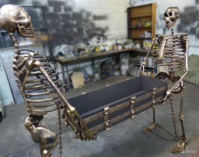 Адское тусэ с шашлыками и скелетами на авито