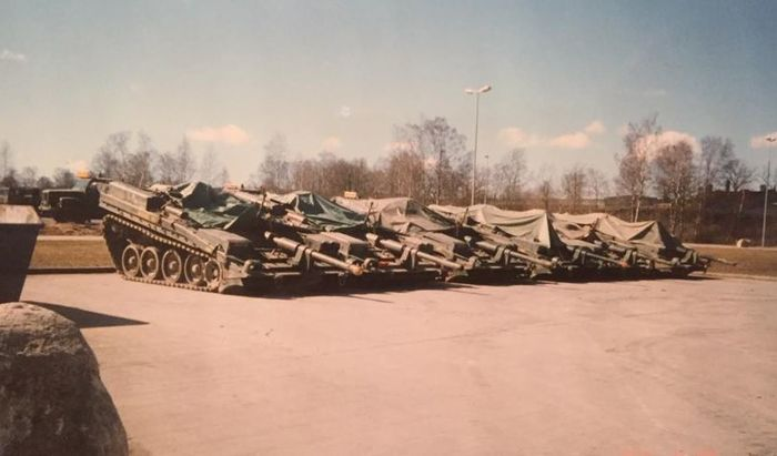 В позе пьющего оленя Танки, Швеция, Strv-103, Стоянка