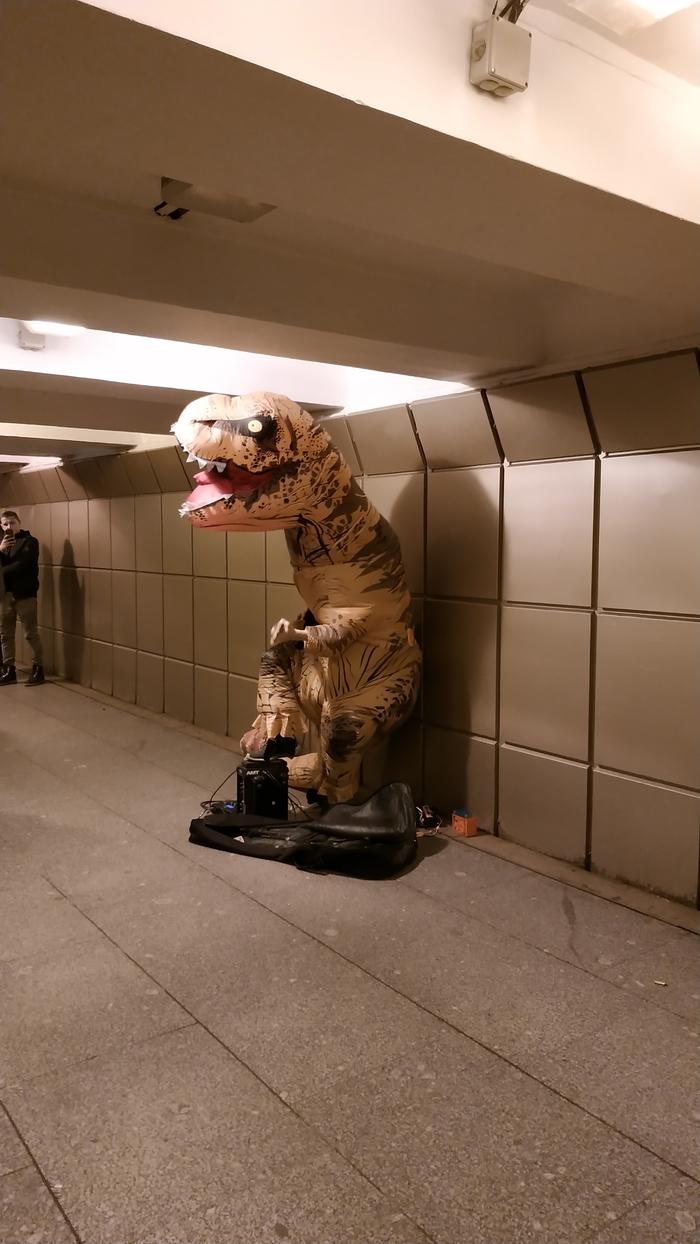 Когда пытаешься не вымереть от голода Динозавры, Уличные музыканты, Купчино, Длиннопост, Санкт-Петербург