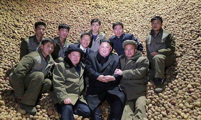 1 курс с пацанами на картошке.