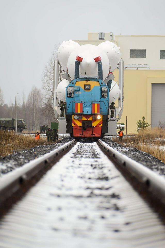 Поезд, перевозящий ракету «Ангара А5», выглядит как Mighty Mouse