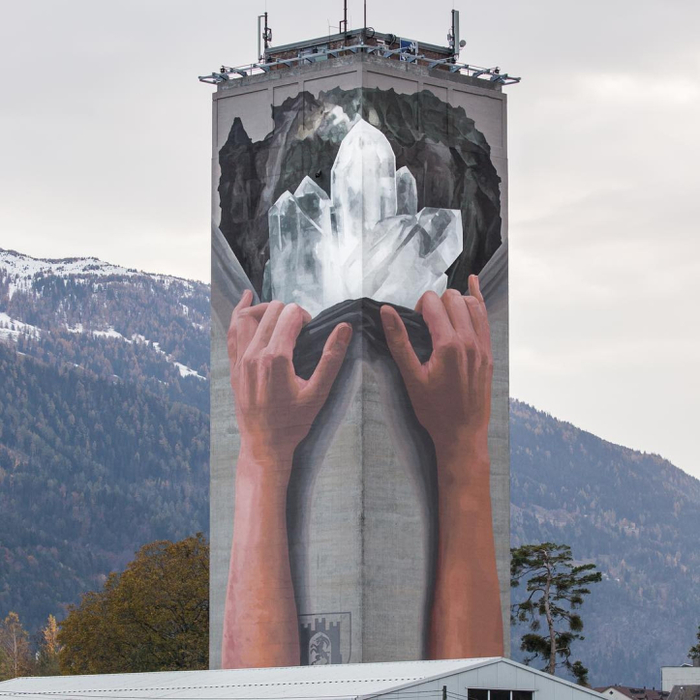 Стрит-арт на мельничной башне
