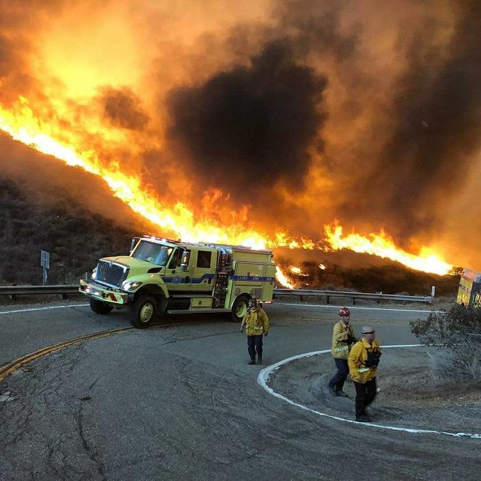 Fire trucks in the city of Paradise, California Новости, Пожарный, Длиннопост, Пожар, Калифорния, Парадиз
