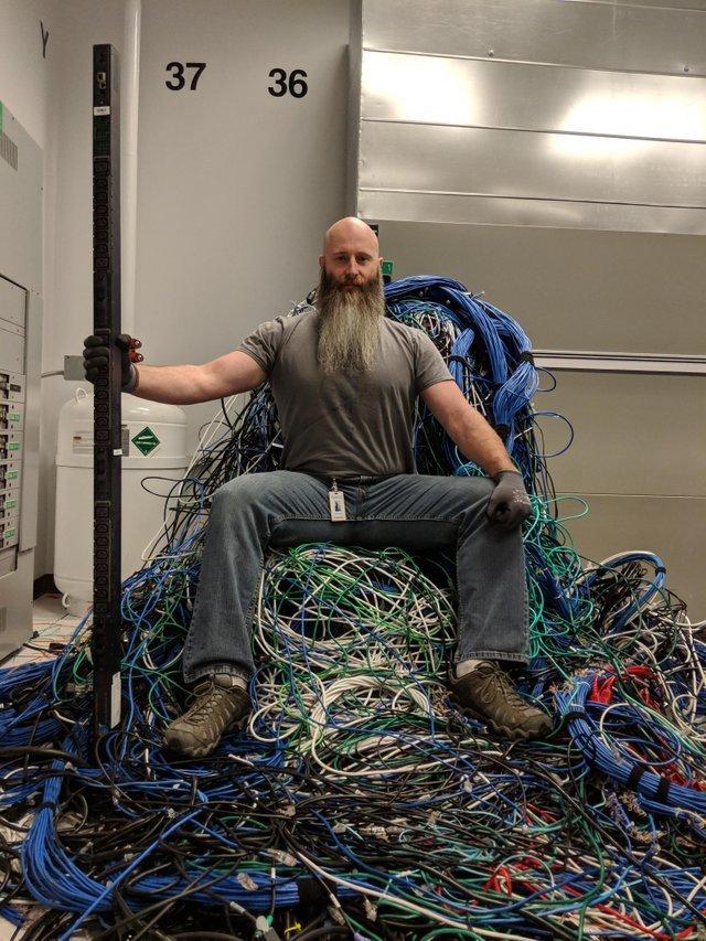 Серверный трон