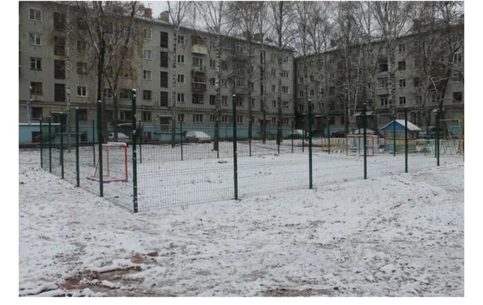 Замуровали демоны… Киров, Горе строители, Детская площадка