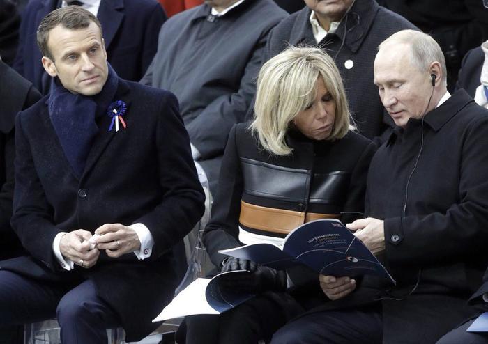 Твое лицо когда ты можешь собрать в Париже 50 президентов, но все бесполезно.