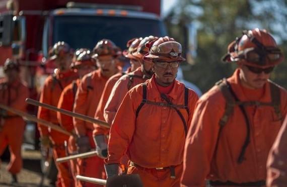 Пожарные за 1 доллар в час: заключённые в Калифорнии помогают бороться с лесными пожарами Калифорния, Пожар, Пожарные, Рабский труд, Тюрьма, Заключенные
