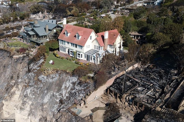 Дом этого актера совершенно не пострадал от пожаров в Калифорнии Калифорния, Пожар, Энтони Хопкинс, Удача, Везение, Длиннопост