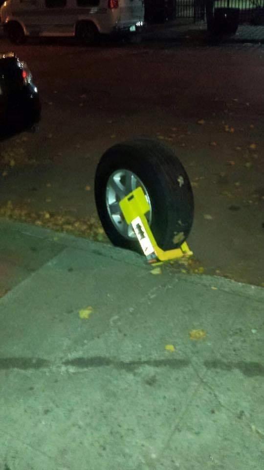 Все о Бруклине в одной фотографии!))) Неправильная парковка, Бруклин, Колесо, Блокиратор