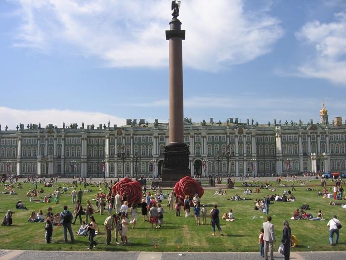 Дворцовая площадь Дворцовая площадь, Санкт-Петербург, Газон, Отдых