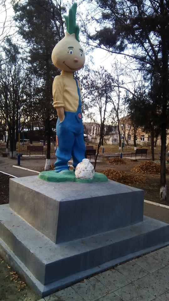 Вместо памятника Ленину - скульптура Чиполлино Украина, Лнр, Политика, Декоммунизация, Чиполлино, Образование
