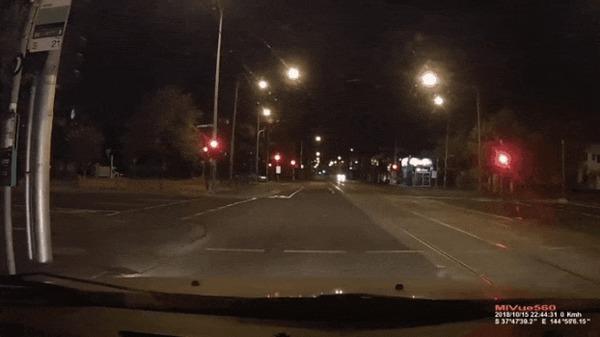 Прилетело #117 ДТП, Прилетело, Австралия, На красный, Гифка, Видео